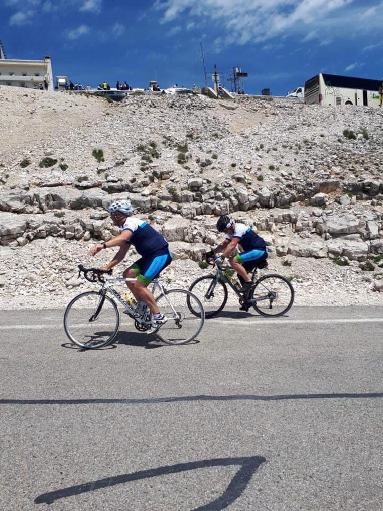 """Brandwondenpatiënt Davy rijdt Mont Ventoux op: """"Ouders stonden op top te wachten"""""""